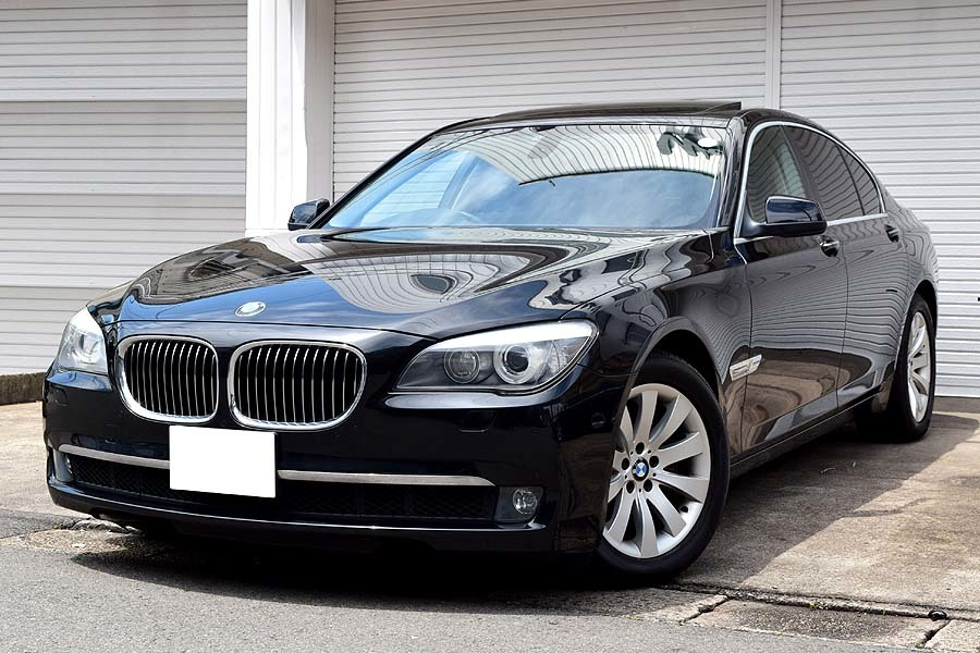 「【全車輌消毒消臭済】実走行少 正規ディーラー車 BMW740i ブラックサファイア 出品中の現車確認可能 黒革 サンルーフ」の画像1