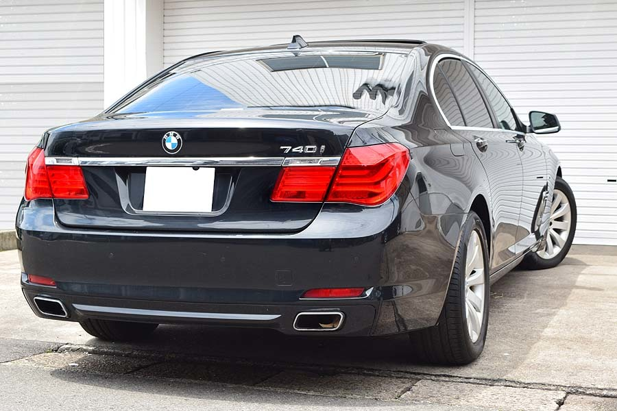 「【全車輌消毒消臭済】実走行少 正規ディーラー車 BMW740i ブラックサファイア 出品中の現車確認可能 黒革 サンルーフ」の画像2