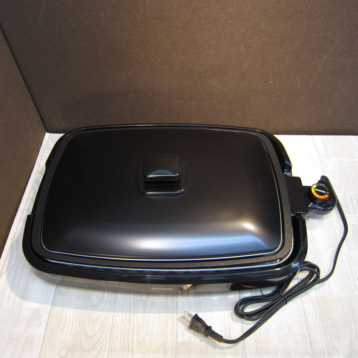 S6080【未使用】アイリスオーヤマ ホットプレート たこ焼き 焼肉 平面 プレート 3枚 網焼き 蓋付き ブラック APA-137-B_画像2