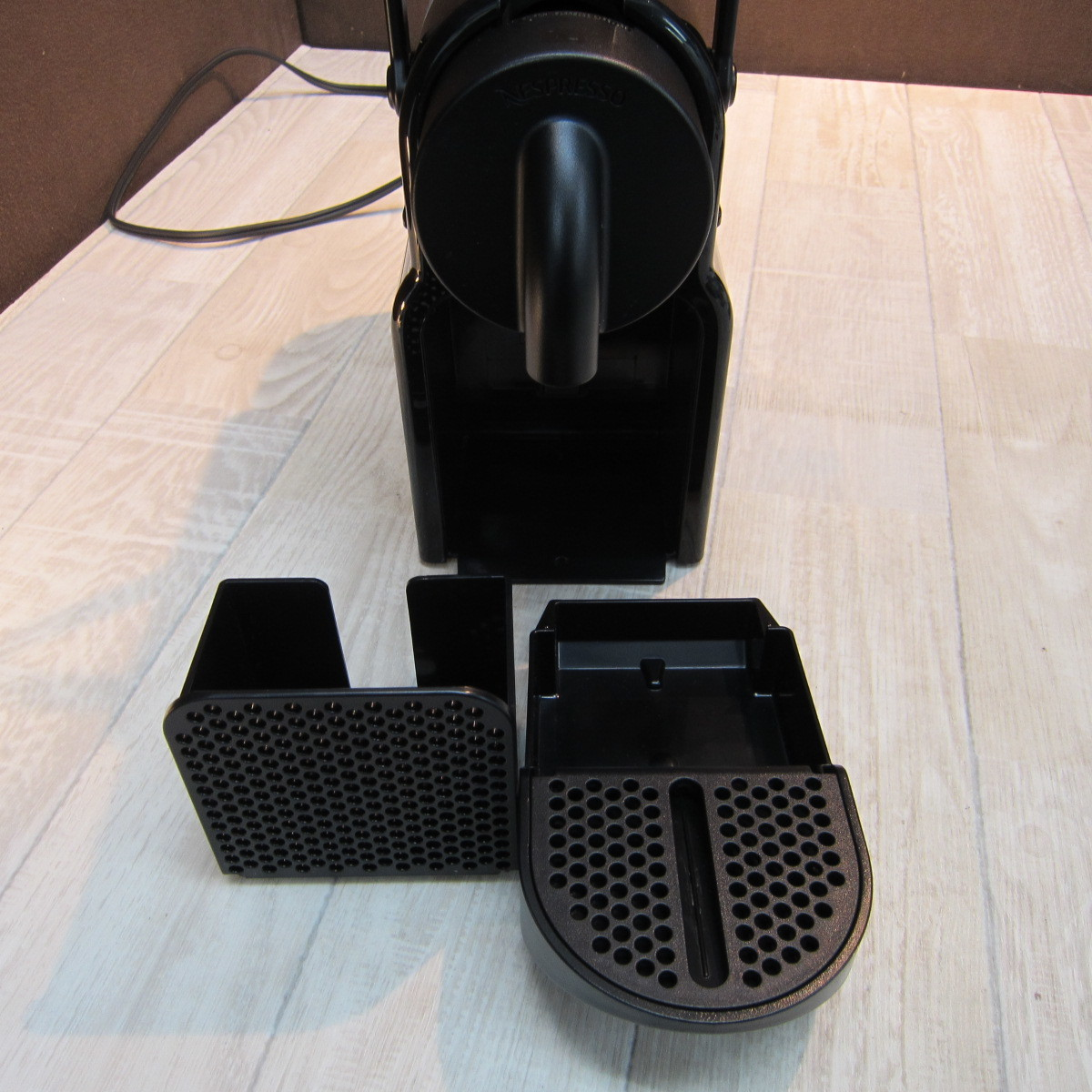 C6249【中古品】ネスプレッソ コーヒーメーカー イニッシア ブラック D40BK 4カップ以下