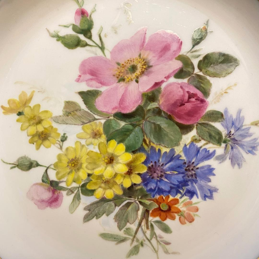 マイセン 金彩コバルトボーダー 自然主義花絵 野ばらの花図飾皿_画像2