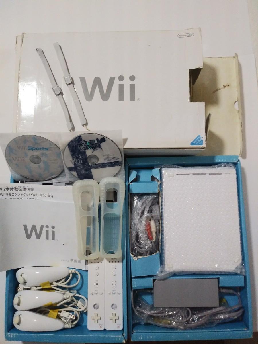 任天堂Wii   本体  + リモコン(シリコンカバー、ストラップ各2個付)2個 + ヌンチャク3本 + ソフト2本 動作確認済み