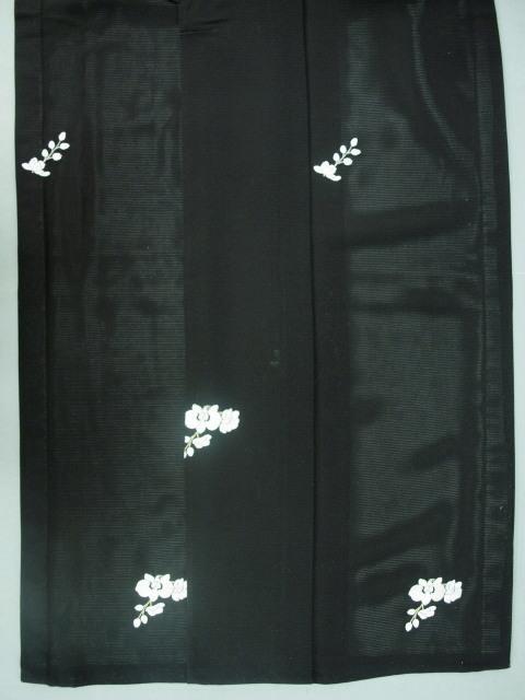 新品 1549 夏着物 大幅値下げ 手縫いお仕立て上がり正絹絽小紋 黒 胡蝶蘭刺繍 _画像6