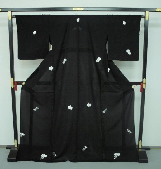 新品 1549 夏着物 大幅値下げ 手縫いお仕立て上がり正絹絽小紋 黒 胡蝶蘭刺繍 _画像1