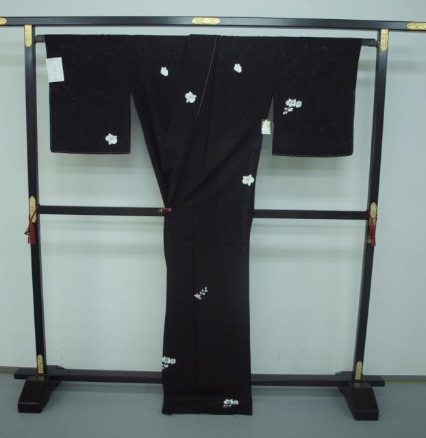 新品 1549 夏着物 大幅値下げ 手縫いお仕立て上がり正絹絽小紋 黒 胡蝶蘭刺繍 _画像4