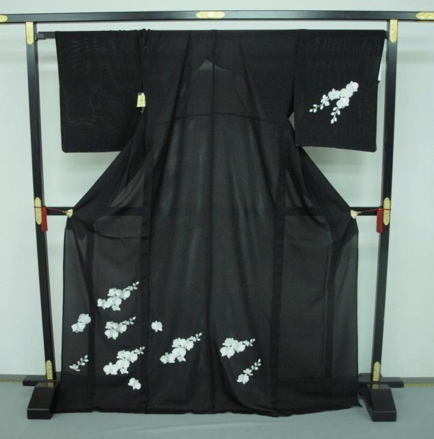 新品 1577 夏着物 大幅値下げ 正絹手縫いお仕立て上がり絽訪問着 黒 胡蝶蘭刺繍_画像1