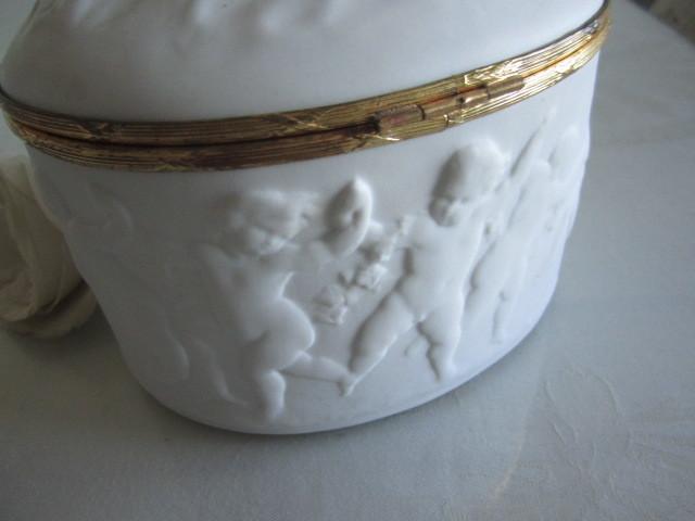 フランス製 アンティーク ヴィンテージ リモージュ ビスク エンジェル 天使 おリボン金具 小物入れ ジュエリーッボクスにも_画像4