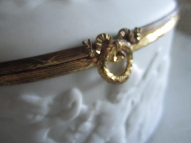 フランス製 アンティーク ヴィンテージ リモージュ ビスク エンジェル 天使 おリボン金具 小物入れ ジュエリーッボクスにも_画像5