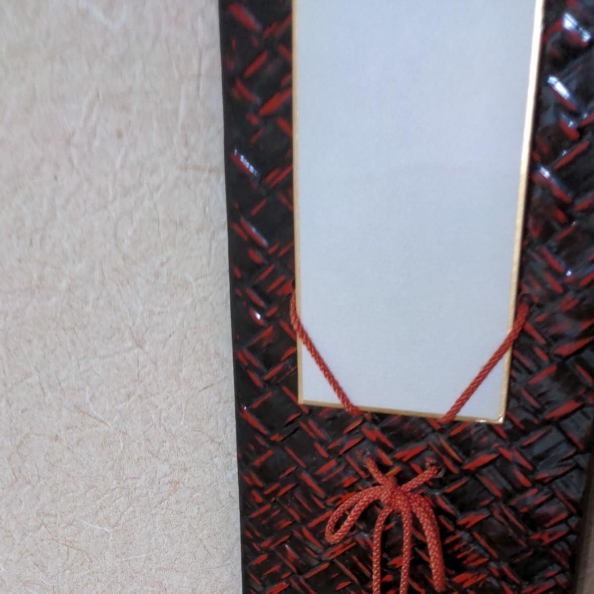 お蔵出しの品です。掛け軸高価な額縁入り。 もみじにスズメの絵柄です