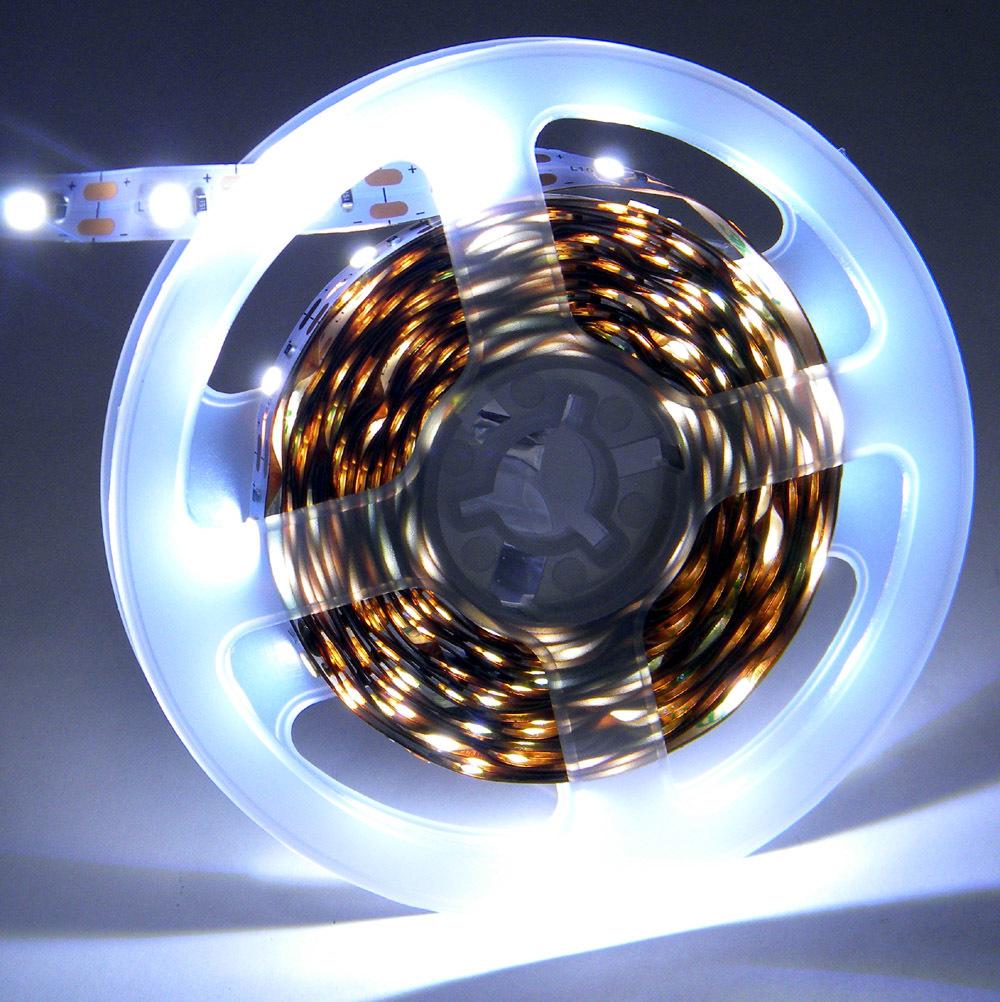 【匿名配送・無料】 LEDテープライト ストリップ USB給電 SMD2835 粘着テープ仕様 (USBケーブル付) [白昼色] 幅 8ミリ・長さ 4メートル