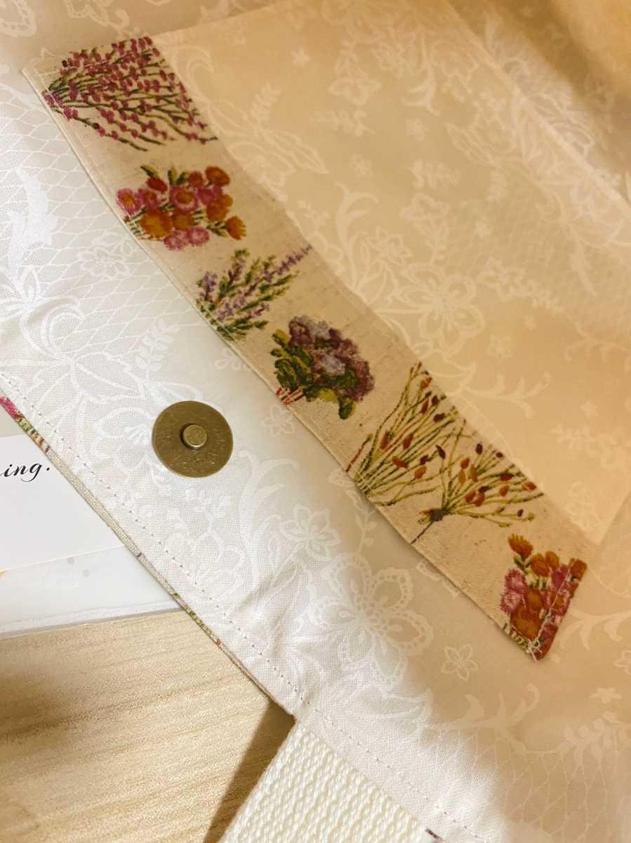 トートバッグ 丸底トートバッグ ハンドメイドバッグ 肩かけバッグ 布バッグ レディースバッグ 花柄 ボタニカル フラワー 花束 生成り色