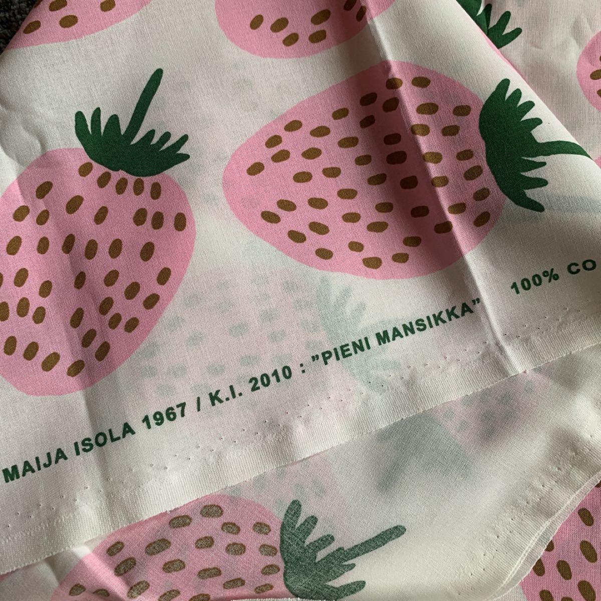 レア★新品 marimekko はぎれ 生地 ピエニマンシッカ 薄ピンク pieni mansikka 布 いちご