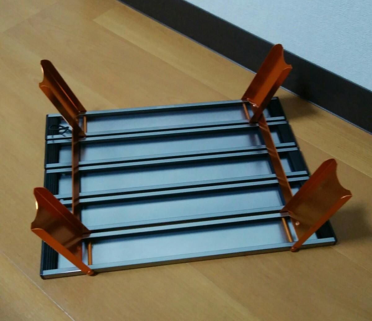 テーブル (アウトドア、キャンプ、ソロキャンなどに) 、ミニ鉄板おまけ付きです。