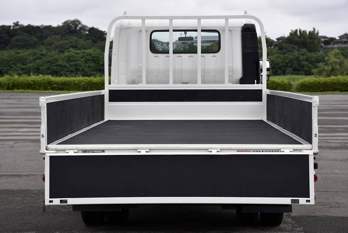 「安心の点検整備サービス付き走行2.6万km車両総重量5t未満の全低床2tワイドロングのデュトロ平ボデートラックディーゼルターボ」の画像3