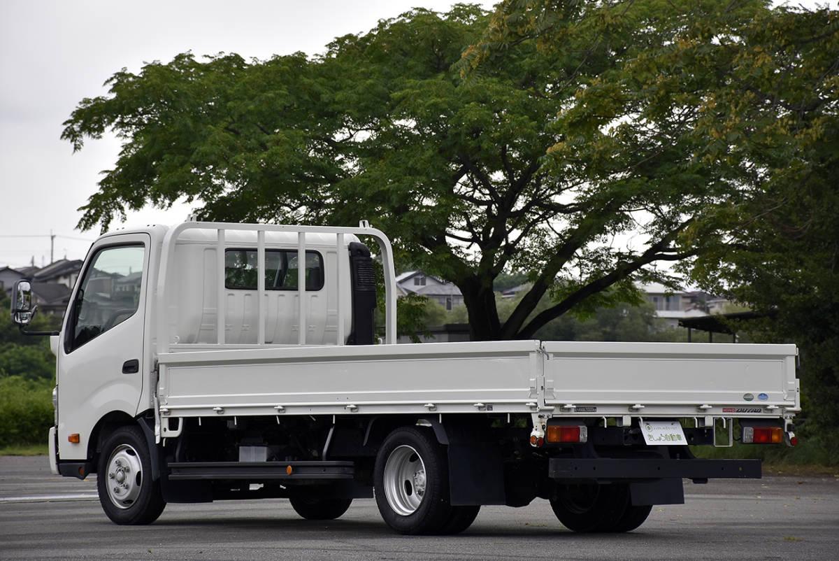 「安心の点検整備サービス付き走行2.6万km車両総重量5t未満の全低床2tワイドロングのデュトロ平ボデートラックディーゼルターボ」の画像2