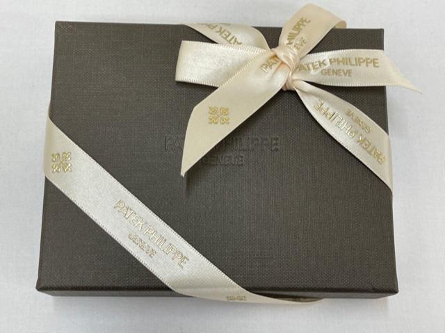 パテック フィリップ PATEK PHILIPPE 財布 美品 二つ折り 革財布 レザー ケース付き プレゼント