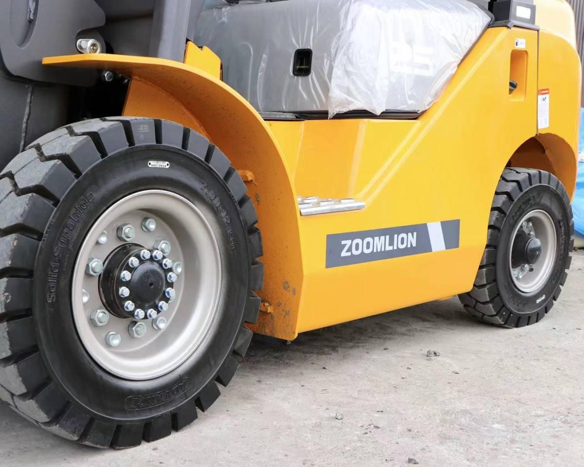 「フォークリフト zoomlion FD25 フルフリコンテナ仕様 4本レバー ヒンジ付き サイドシフト 保証付き いすゞデイーゼルエンジン」の画像2