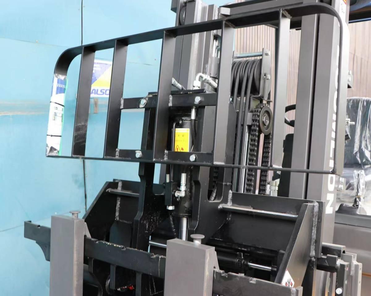 「フォークリフト zoomlion FD25 フルフリコンテナ仕様 4本レバー ヒンジ付き サイドシフト 保証付き いすゞデイーゼルエンジン」の画像3