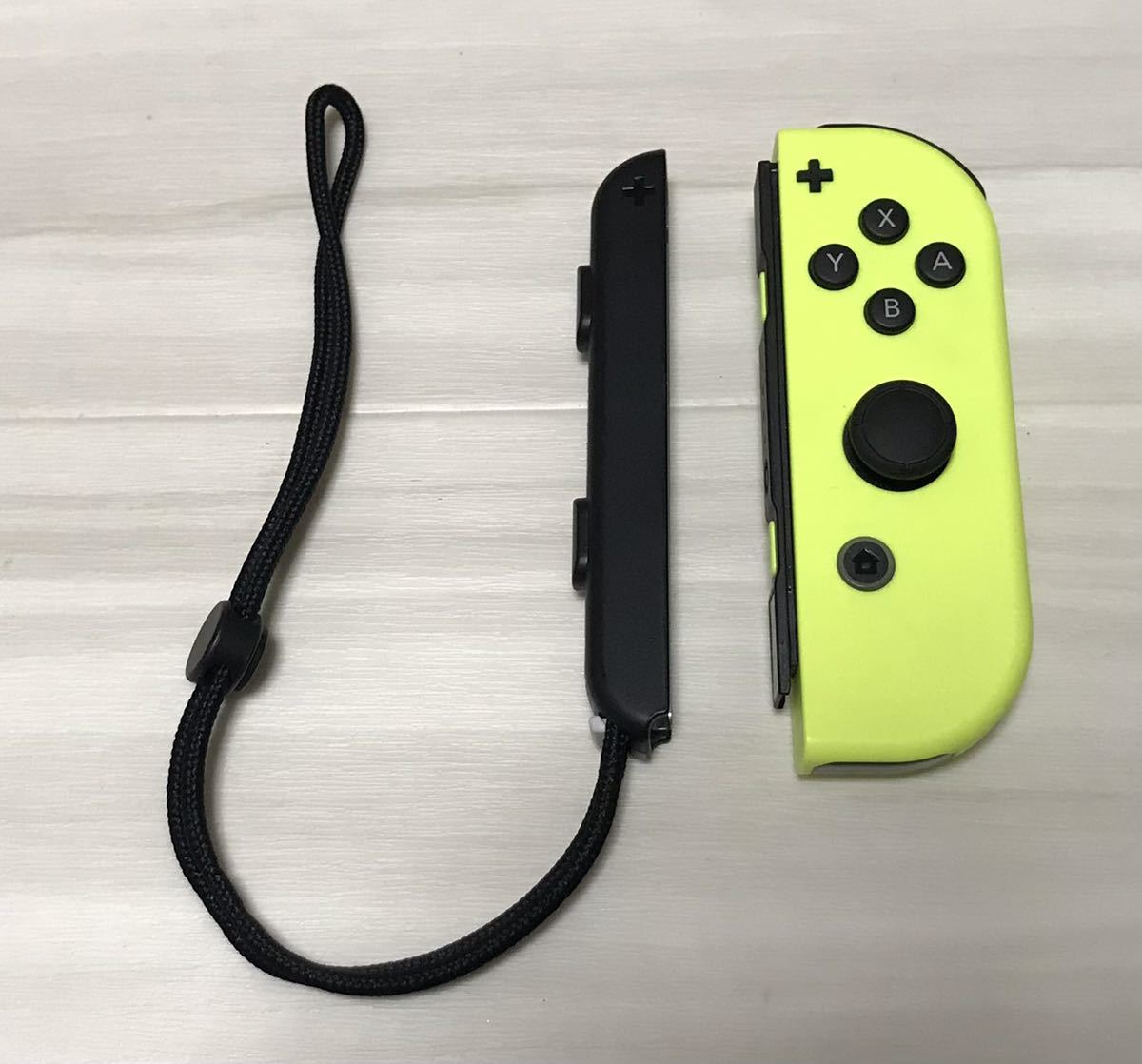 任天堂 NINTENDO switch ニンテンドー スイッチ ジョイコン Joy-Con R 右 ネオンイエロー ストラップ 付き