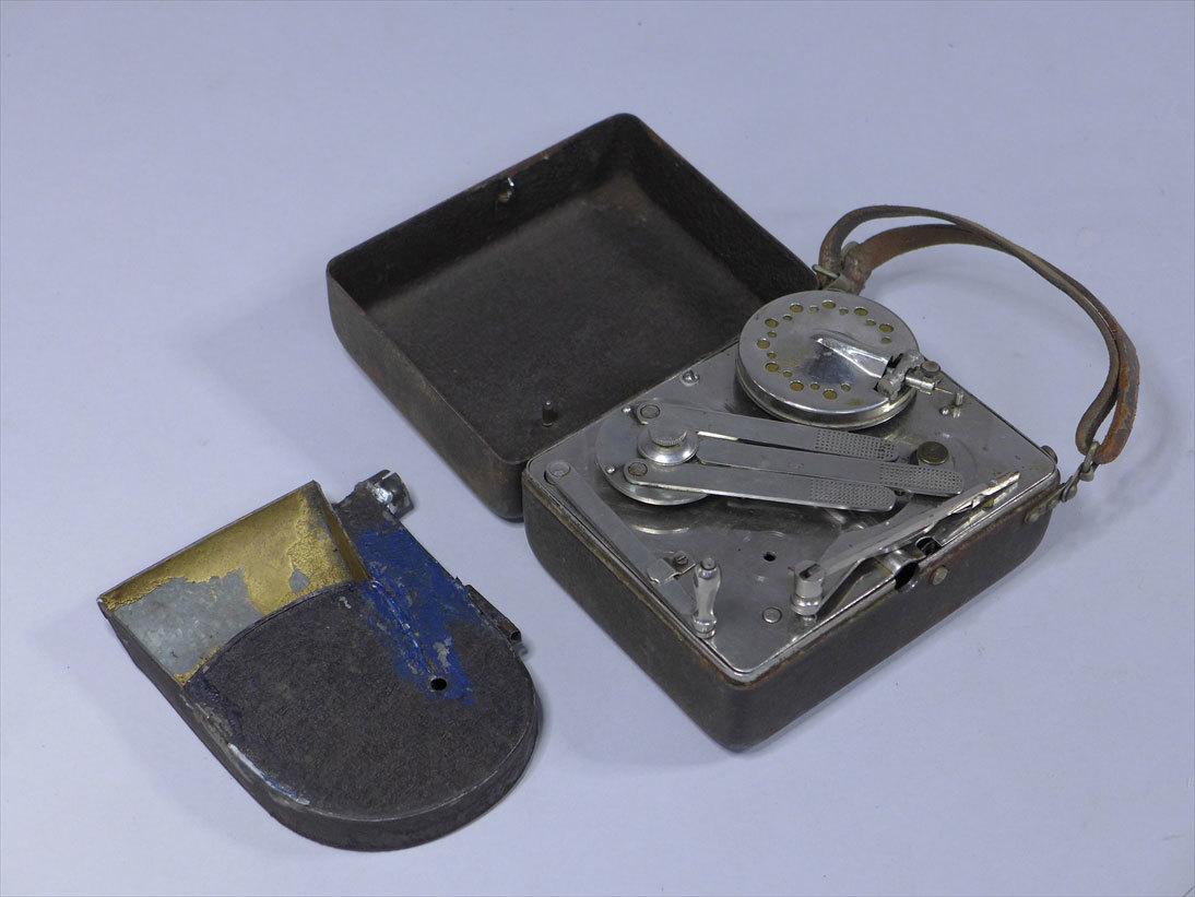 希少品 小型蓄音機 ポータブル 携帯型 レトロ ビンテージ アンティーク レコード