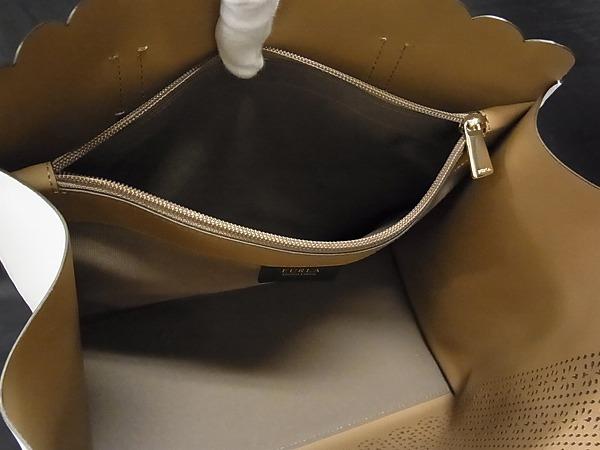 1円 ■極美品■ FURLA フルラ サリー レザー ゴールド金具 ハンドバッグ トートバッグ 手提げかばん レディース ホワイト系 Q1329カN_画像9