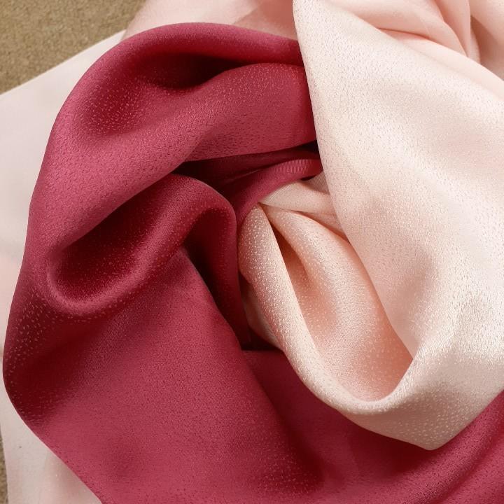 正絹 71695 淡いピンク色 濃いピンク色 シルク2枚 無地 薄手 はぎれ ハギレ リメイク ハンドメイド 素材