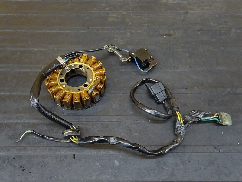 【210704】FTR223(MC34)■ ジェネレーター フライホイール ピックアップコイル ※エンジンパーツ_画像2