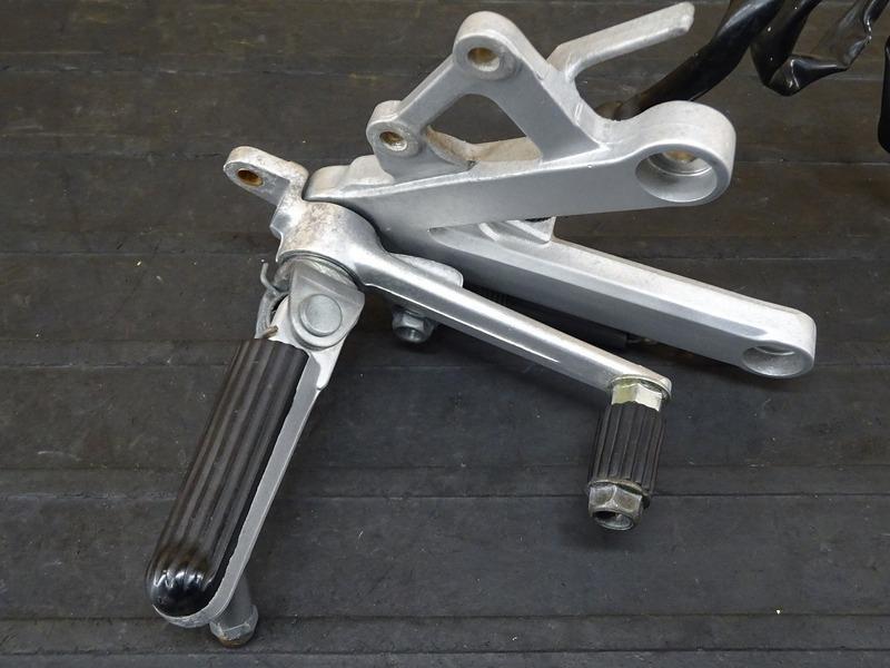 【210706】CBR250RR(MC22-1100)■ ステップ右 メインステップ ブレーキペダル ブレーキスイッチ スプリング ウェットブラスト施工済み!!_画像3