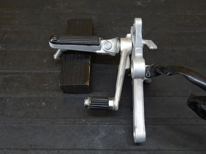 【210706】CBR250RR(MC22-1100)■ ステップ右 メインステップ ブレーキペダル ブレーキスイッチ スプリング ウェットブラスト施工済み!!_画像4