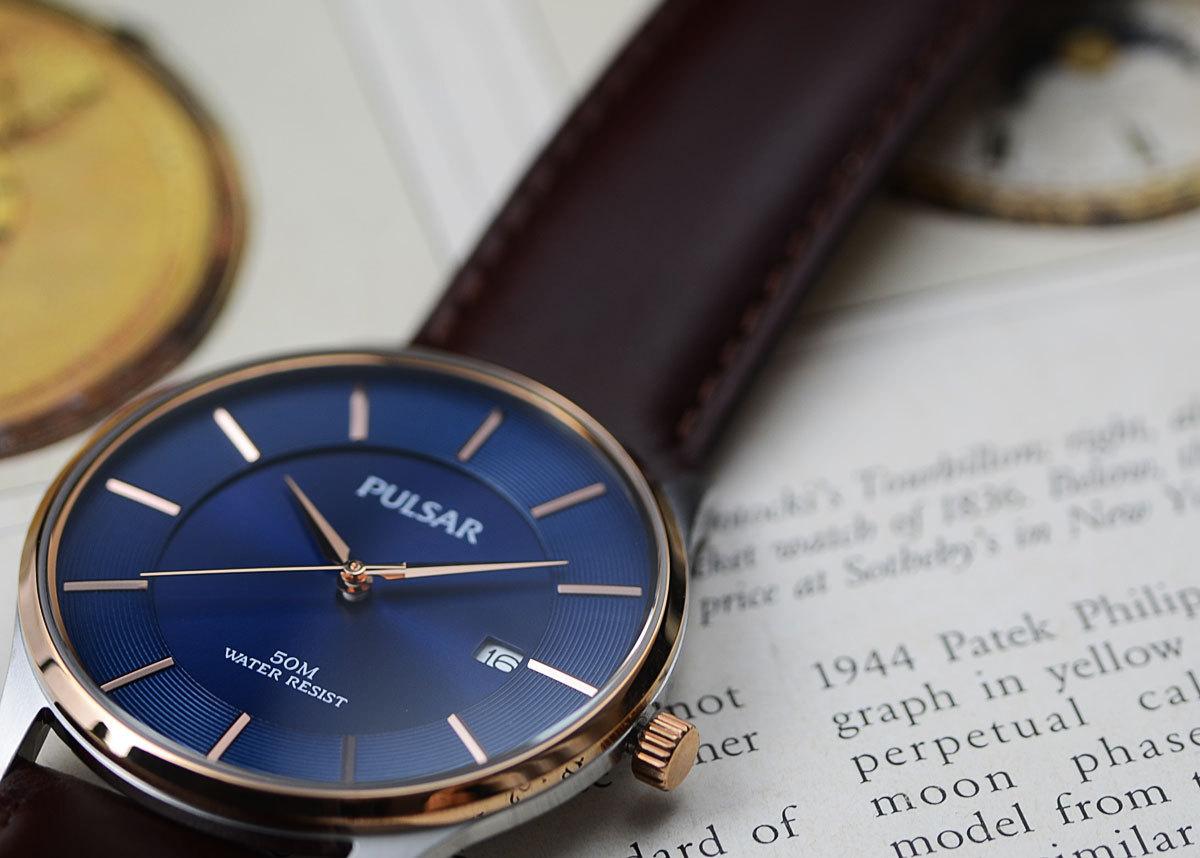 1円開始 逆輸入セイコーPULSARシンプルで飽きの来ないデザイン50m防水 美しいサファイアブルー 腕時計 本革ベルト メンズ 激レア日本未発売_画像2