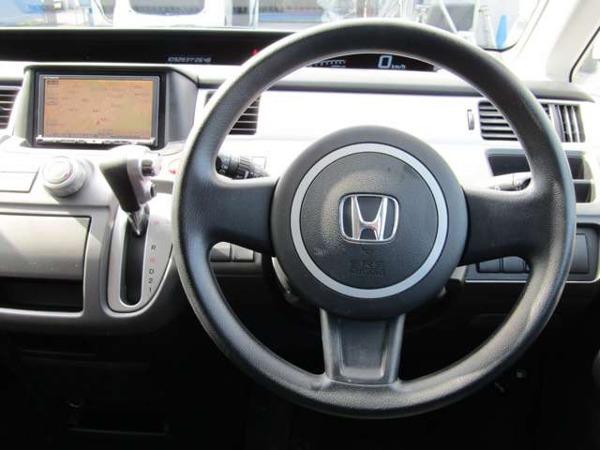 「ステップワゴン 2.0 G スマートスタイル エディション HDDナビ スマートキー フルセグTV」の画像3