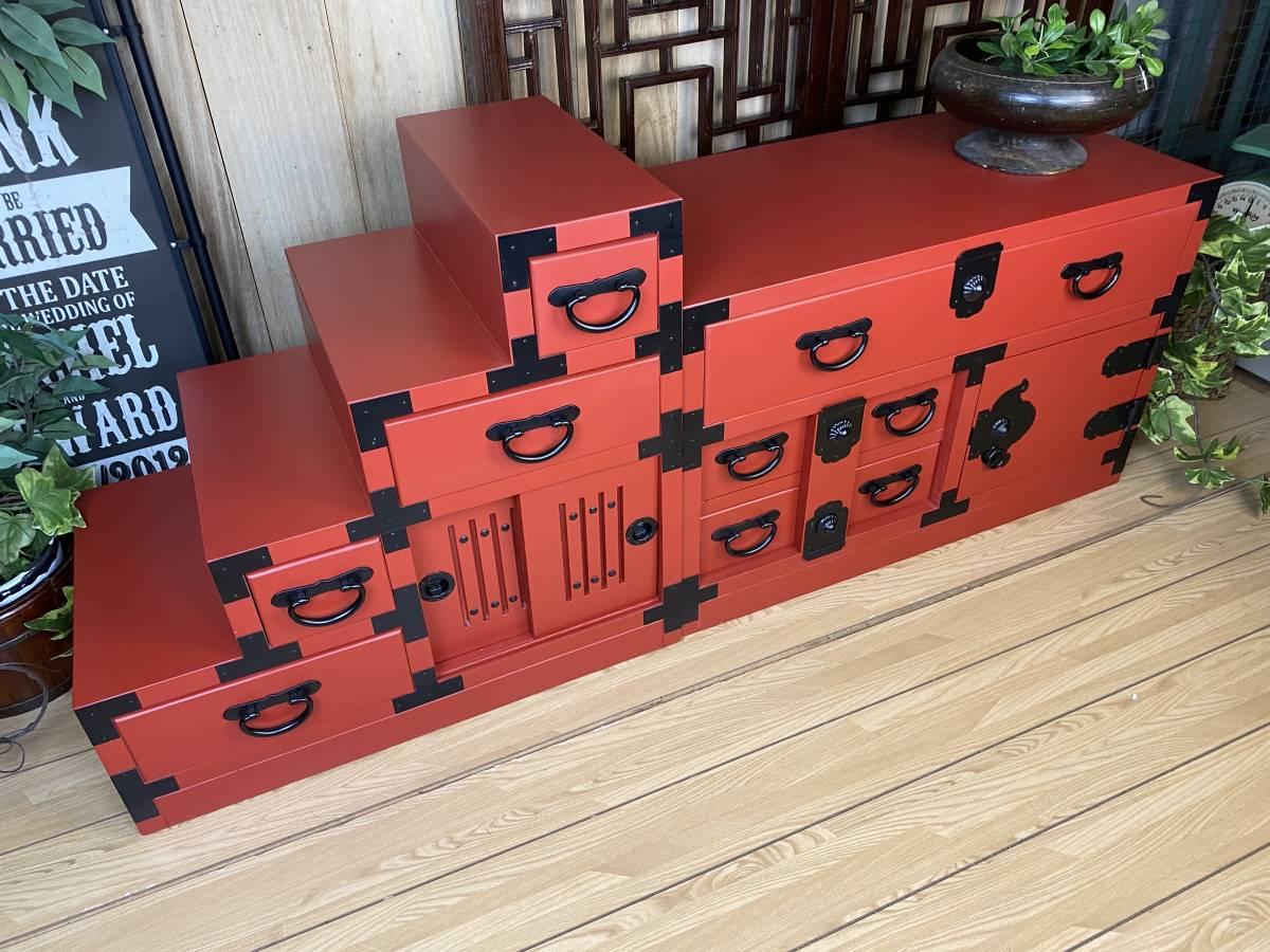 送料無料☆民芸家具、和引き戸付きタンス2点セット(からくり箪笥+階段箪笥)朱、飾り棚チェスト、収納、和、木製、和室和風、桐材無垢_画像3