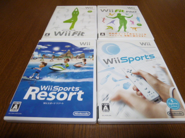 T23【即日配送 送料無料 動作確認済】Wiiフィット Wiiフィットプラス Wiiスポーツ Wiiスポーツリゾート(クリーニング済)