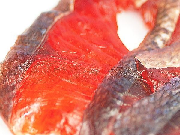 【北海道グルメマート】☆ゆうパケット限定/送料込☆北海道産天然秋鮭使用 鮭とばチップ ソフトタイプ 薫製 80g 2袋セット_画像3