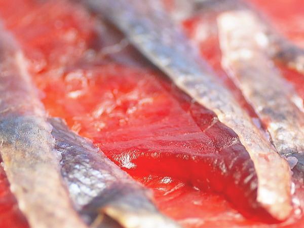 【北海道グルメマート】☆ゆうパケット限定/送料込☆北海道産天然秋鮭使用 鮭とばチップ ソフトタイプ 薫製 80g 2袋セット_画像4