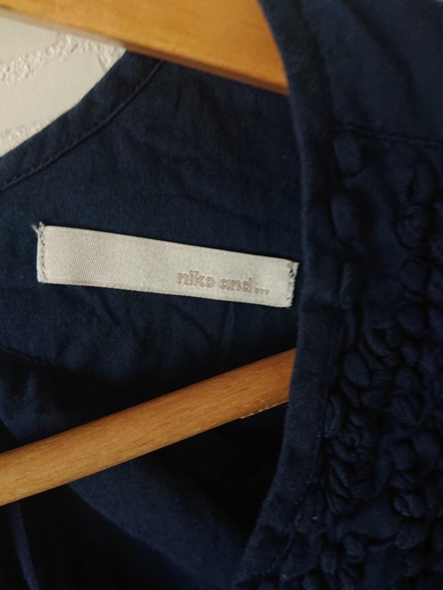 ニコアンド niko and...刺繍 シャツ フレンチスリーブ 紺  トップス インド綿100%