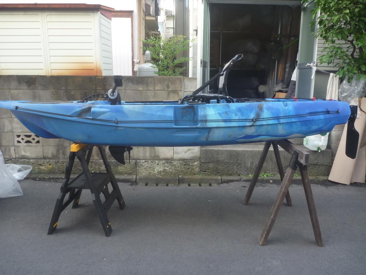 「☆新品☆足漕ぎタイプのフィッシングカヤック(プロペラタイプ)11ft (332cm)☆ブルーカモフラージュ☆小さいイケスが付いて便利になりました」の画像1