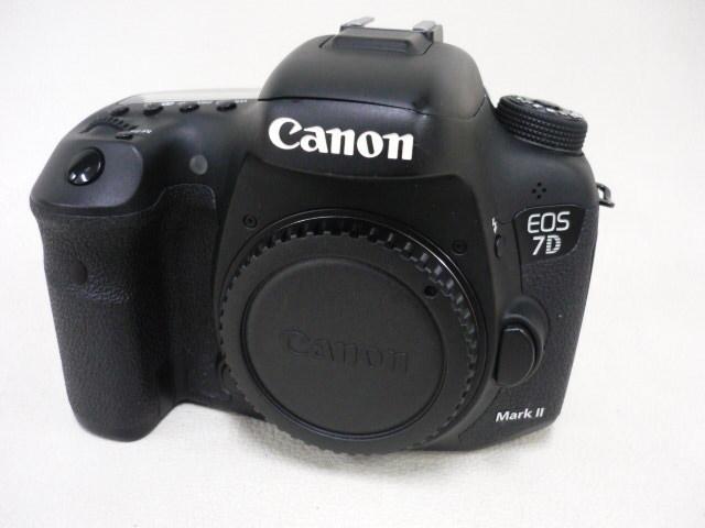 美品 Canon キャノン EOS 7D Mark II ボディ バッテリー2本付 即決送料無料