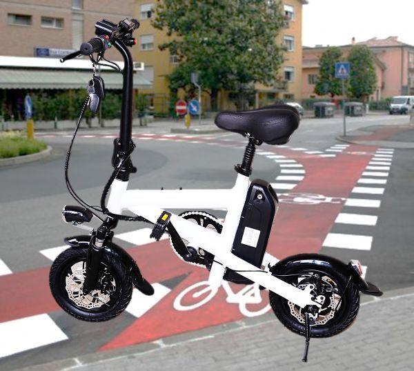 最新 スタイリッシュでスマートな折り畳み式 電動自転車 電動バイク! ホワイト