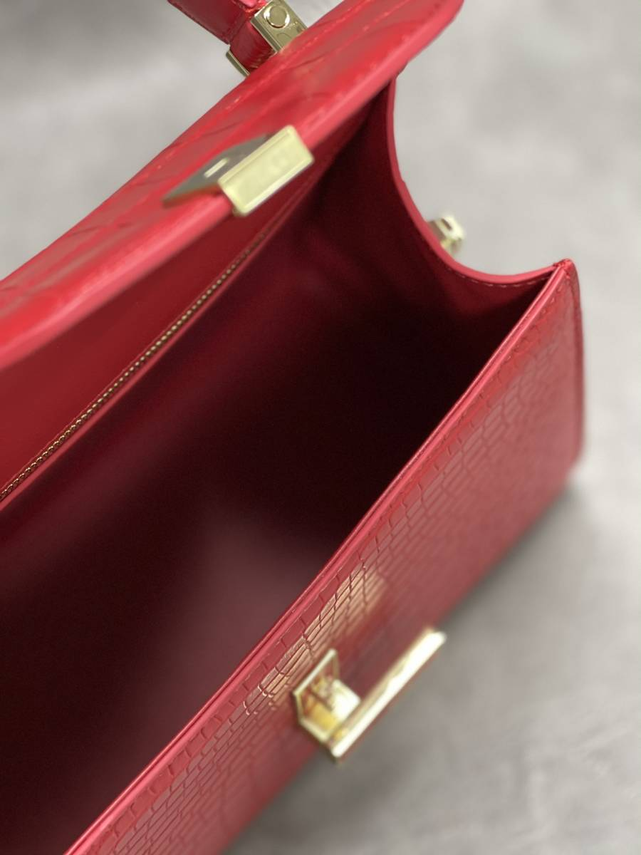 美品 クロコダイル ワニ革 ハンドバッグ トートバッグ レディース鞄 ゴールド金具 手提げ バッグ ショルダーバッグ 可愛い かばん レッド_画像9