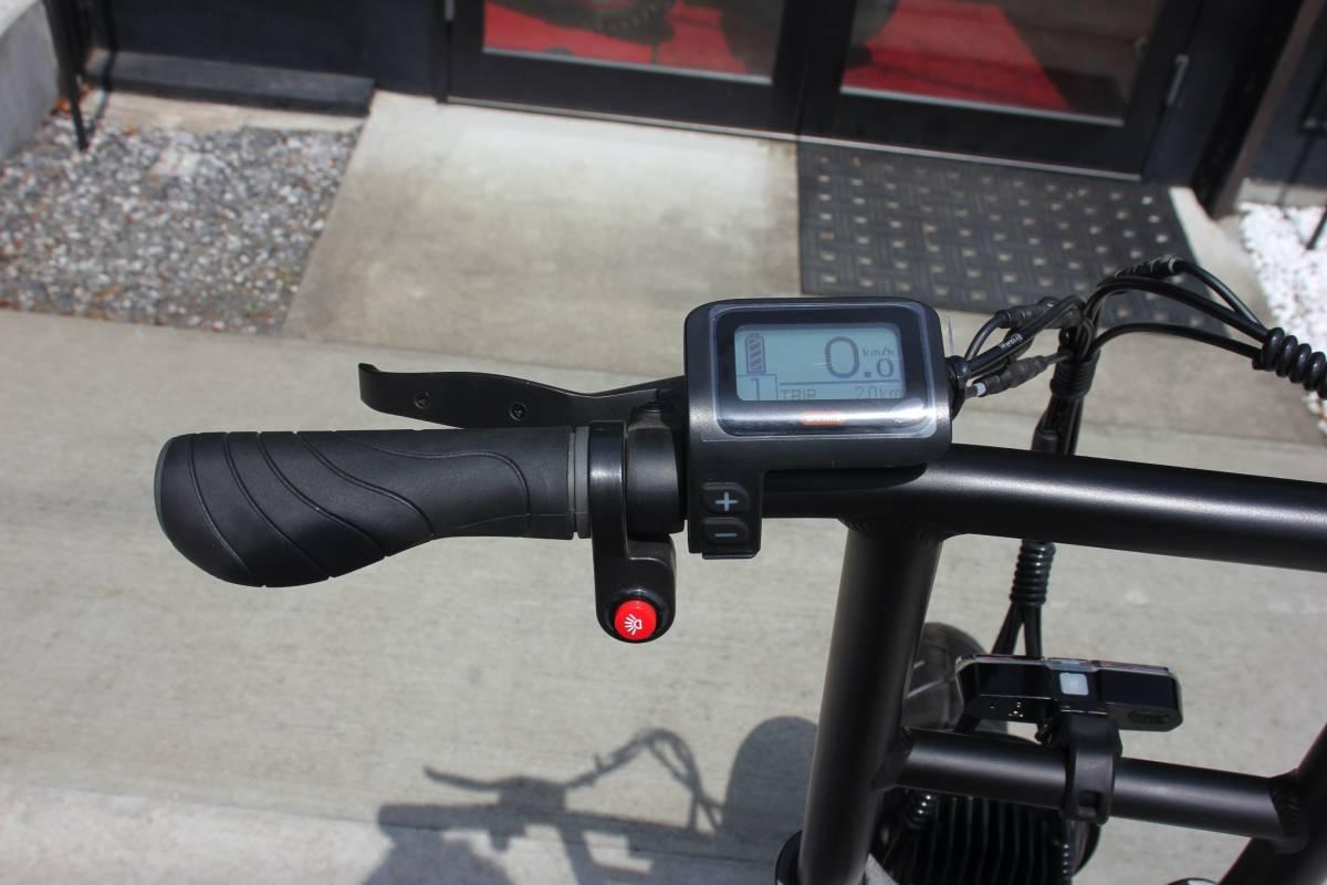 ●新品購入後 走行100m程度の中古品● 電動アシスト自転車 ファットバイク ★ ROCKAFLAME MAKAMI ★ Eバイク e-bike ダブルシート!! _画像8