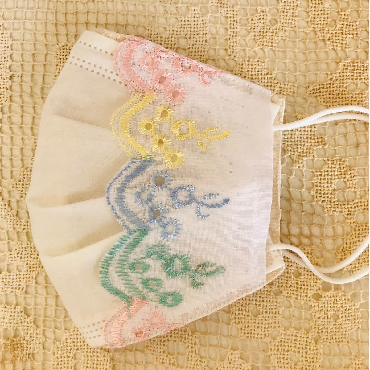 ハンドメイド立体インナー 不織布マスクが見えるタイプ 生成り生地にパステルカラー刺繍レース