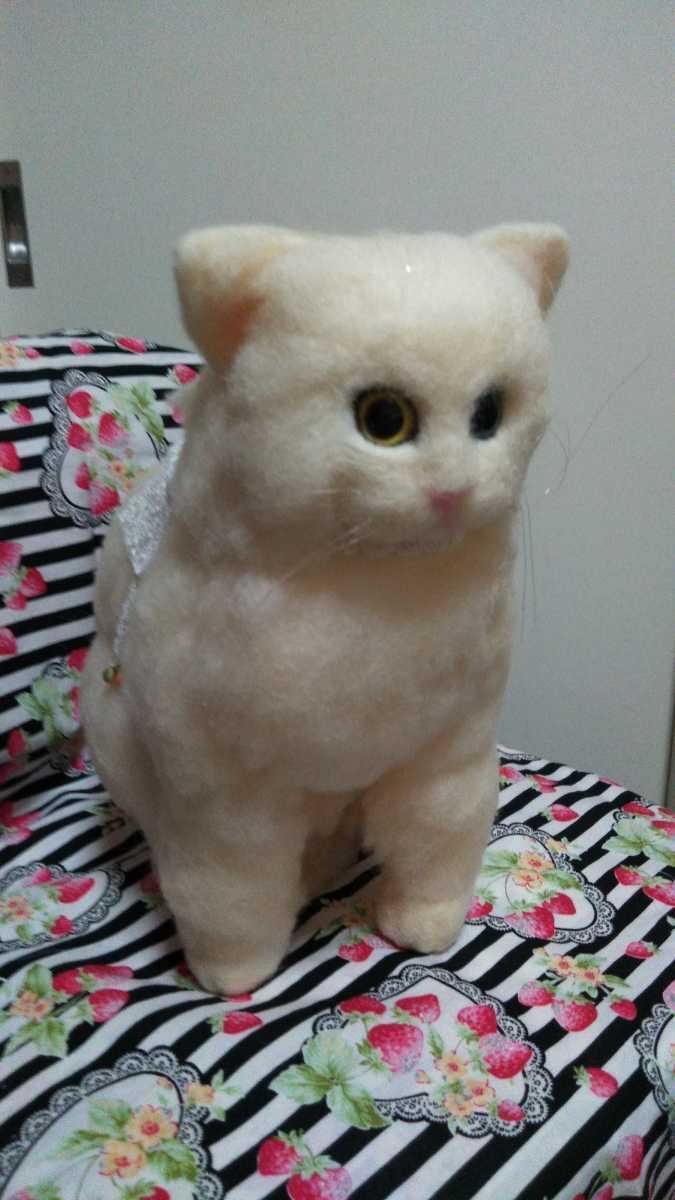 羊毛フェルト猫 ハンドメイド _おリボンも巻いてます