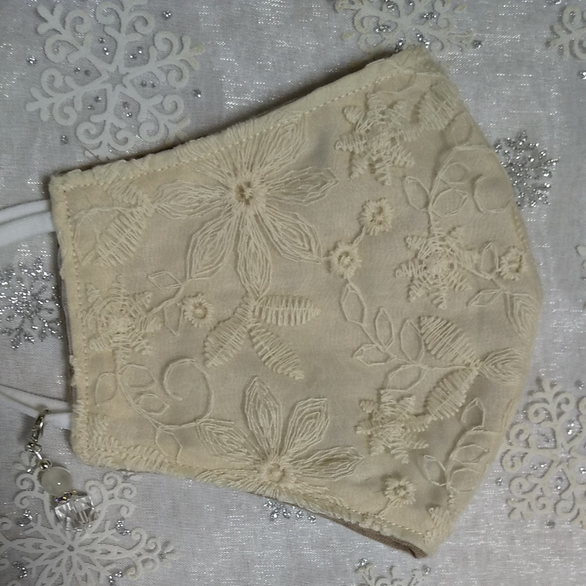 立体インナーハンドメイド、綿ガーゼ、チュール刺繍レース(アイボリー×アイボリーイエロー)(大きめサイズ)アジャスター付、チャーム付