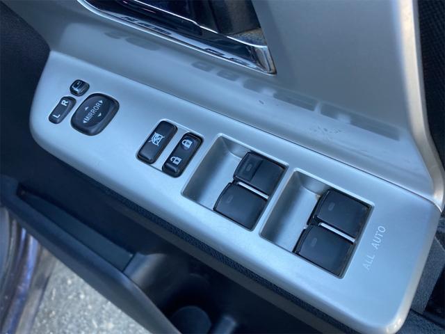 「まずはお気軽にお電話を! 平成22年 トヨタ ヴォクシー 2.0 ZS 煌 4WD 両側電動スライドドア ナビ@車選びドットコム」の画像3