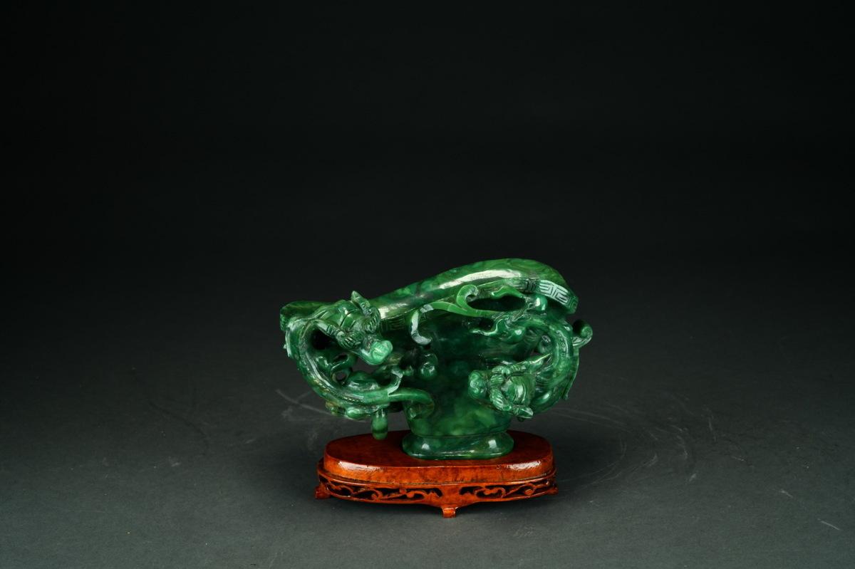 ◆鶴鳴堂◆中国・時代物 翡翠彫 魑虎紋置物 台座付き 透かし彫り彫り件 極細工 古置物 古擺件 中国古美術 古美味 時代物 古董品 k178