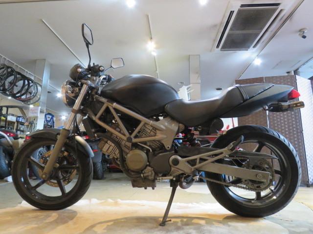 「□ HONDA VTR250 MC33 ホンダ 24399km ブラック 250cc 実動! バイク 札幌発」の画像2