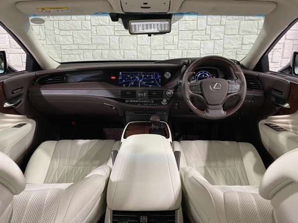 「LS 500 バージョンL 4WD モデリスタコンプリート/白本革/サンルーフ」の画像3