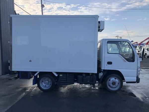 「エルフ 2tショート2層式-30℃低温冷凍車5速MT4WD」の画像3