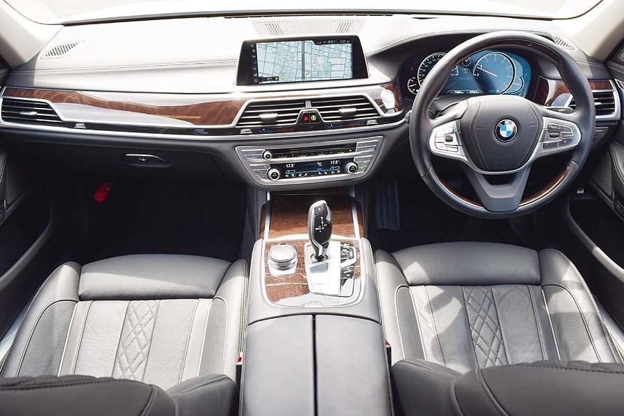 「リアエンターテイメント付 正規ディーラー車 アルピンホワイト BMW740Li プラスパッケージ パノラマサンルーフ 【全車輌消毒消臭済】」の画像3